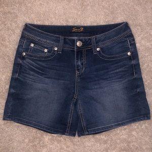 5/$20 Seven7 size 4 denim shorts